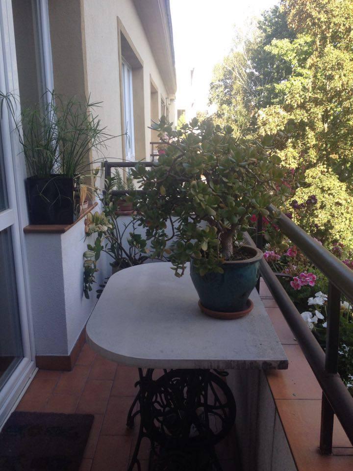 Niewielki i wąski balkon