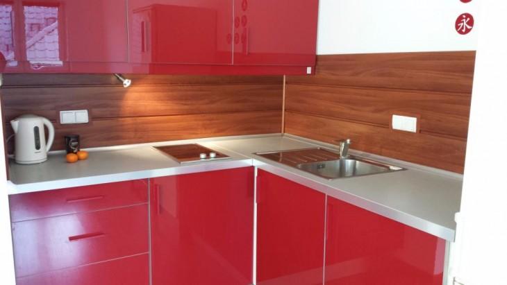 Panele imitujące drewno w kuchni