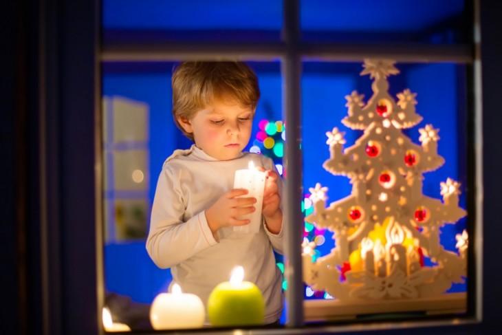 Świąteczne iluminacje w oknach