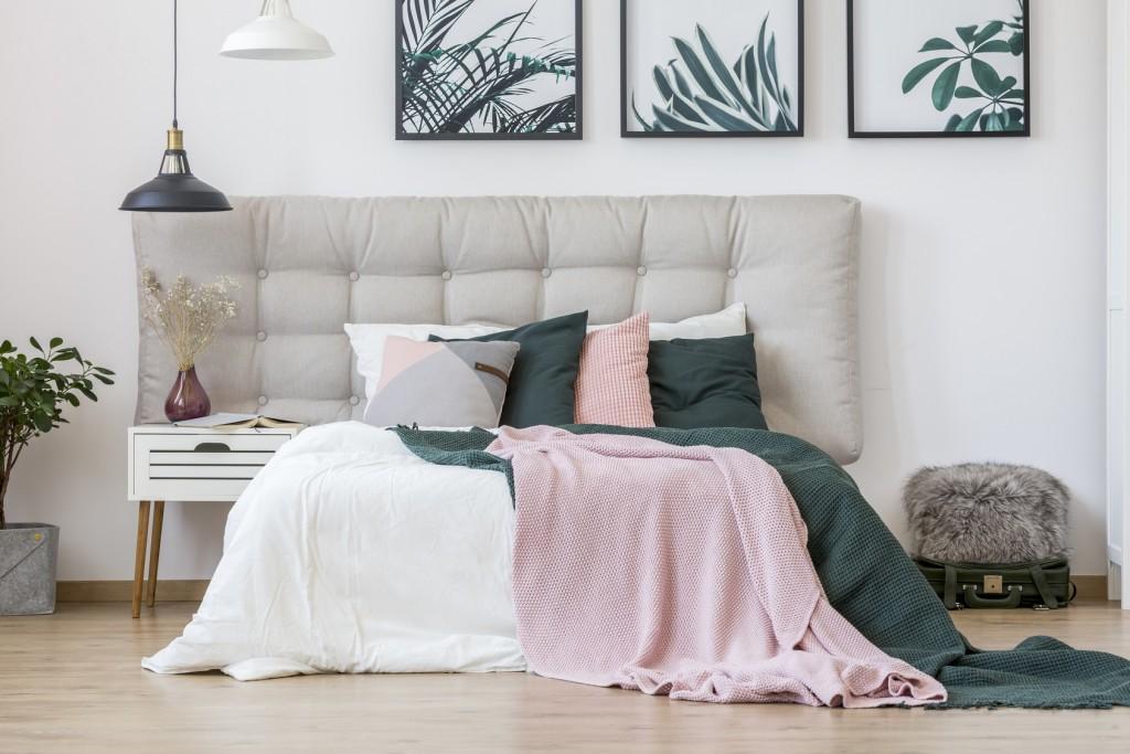 Łóżko z miękkim zagłówkiem – dlaczego warto?