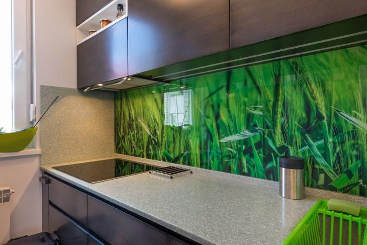 Szkło nad kuchennym blatem