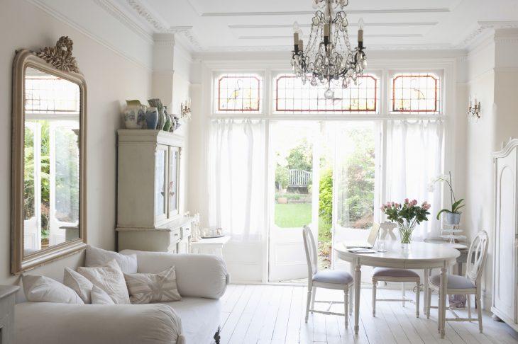 Białe meble w stylu angielskim
