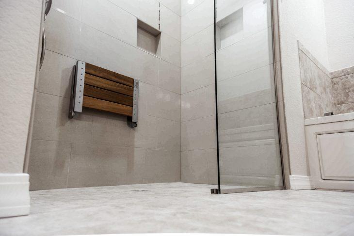Wygodne siedzisko pod prysznic