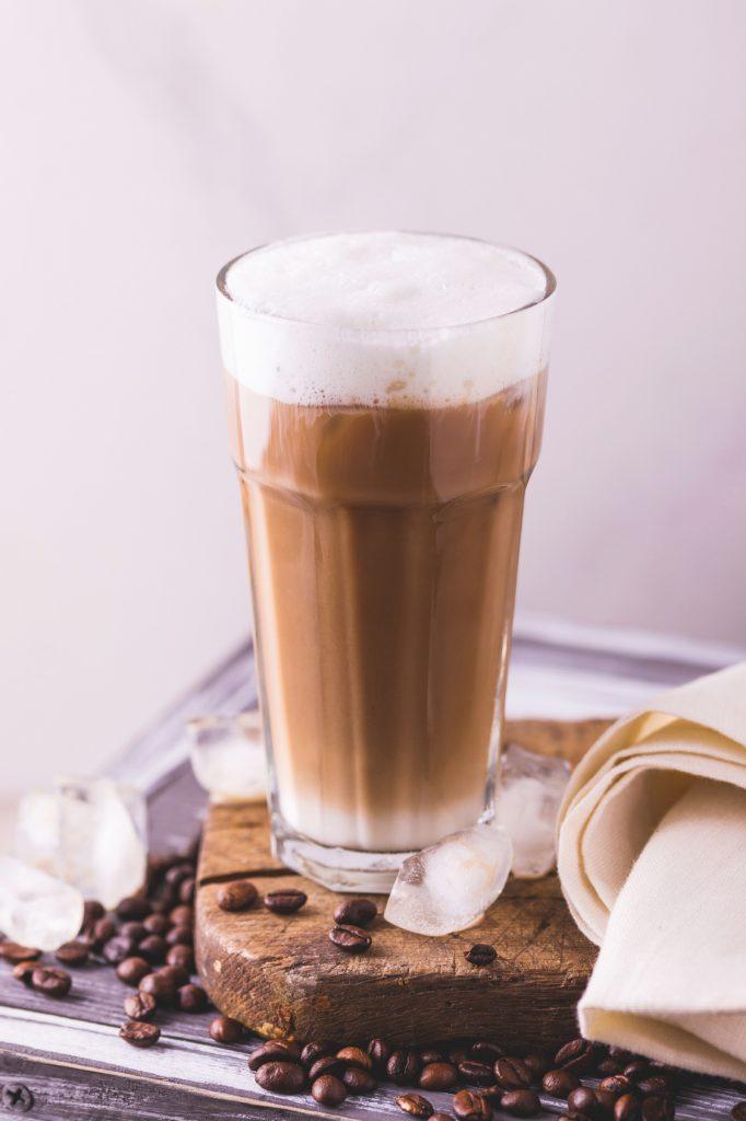 W czym pić kawę, tak by smakowała najlepiej?