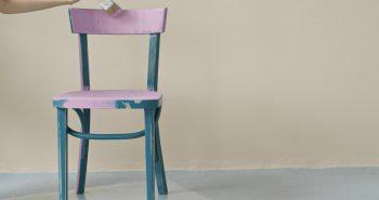 Zrób sobie frajdę – pomaluj stare krzesło dobrą farbą!