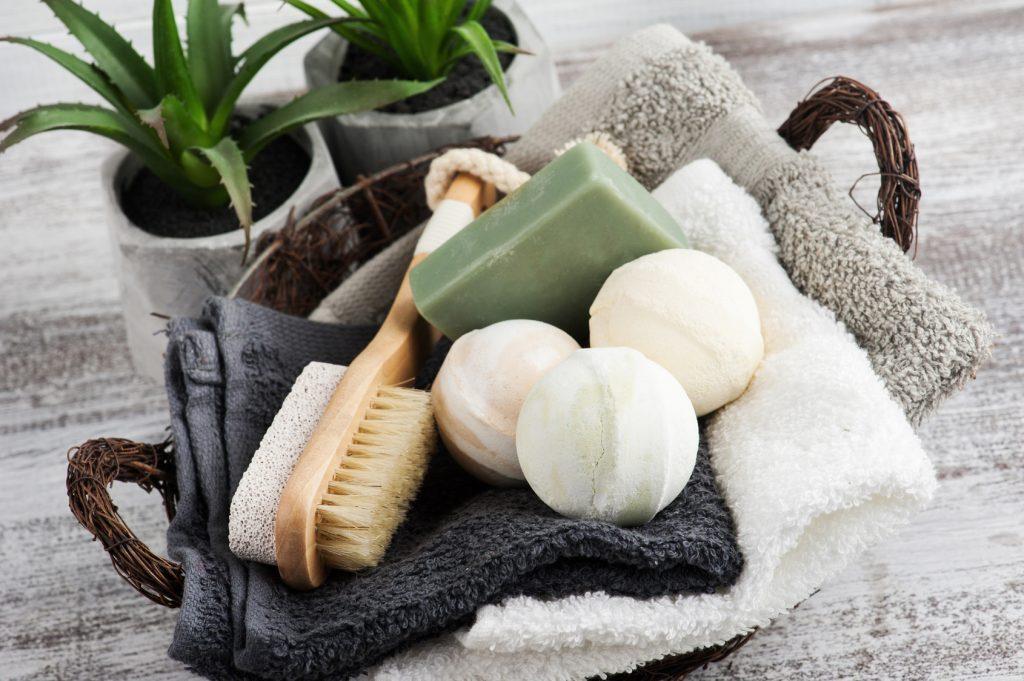 Akcesoria kąpielowe – pełna wygoda w wannie