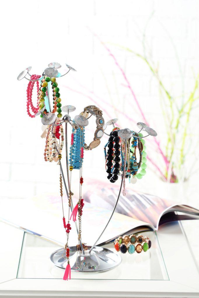 Porządkujemy skarby – organizery i wieszaczki na biżuterię