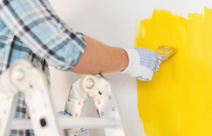Efektywne malowanie ścian pędzlami