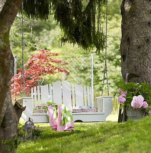 Huśtawki ogrodowe – pobujajmy się leniwie