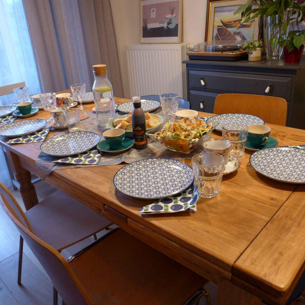 Aranżacja stołu bez obrusa