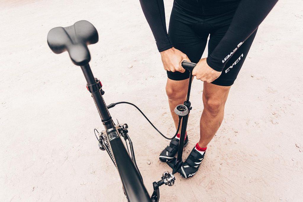 Pompka rowerowa stacjonarna