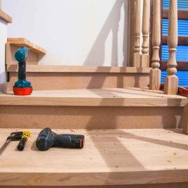Jak odnowić skrzypiące schody drewniane