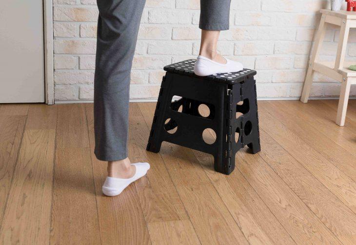 Taboret składany wielozadaniowy – przydatny w każdym domu