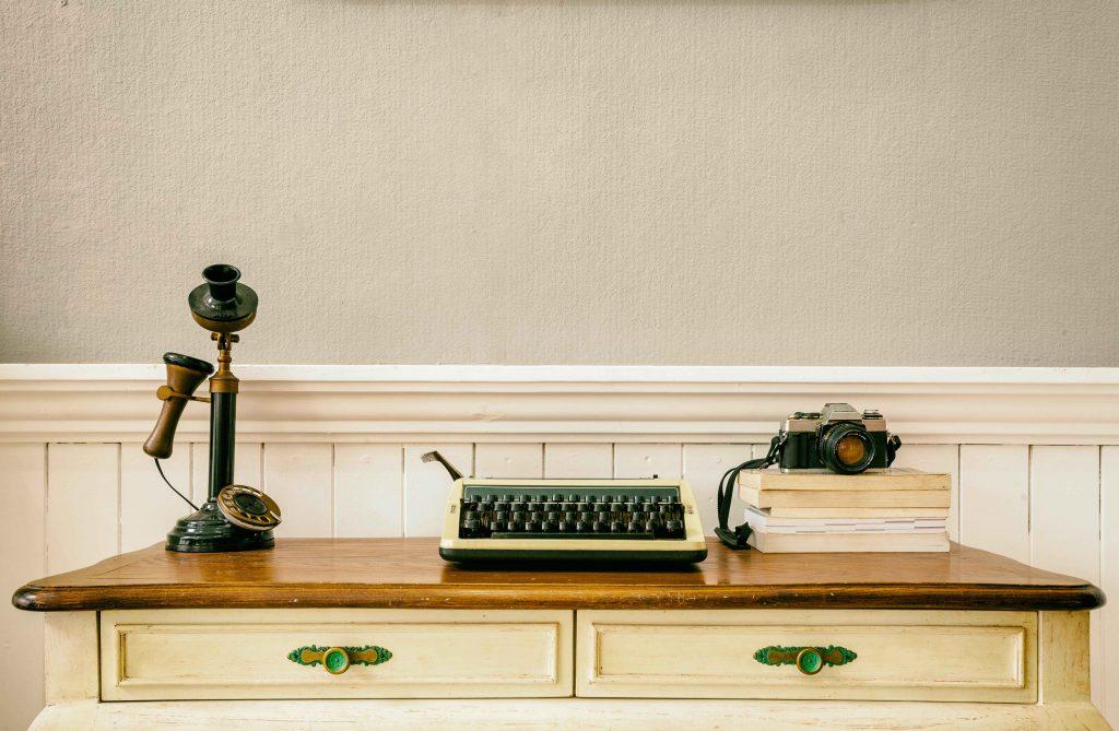 Maszyna do pisania – sposób na aranżację w stylu retro