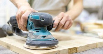 Usuwanie farby z drewna i metalu