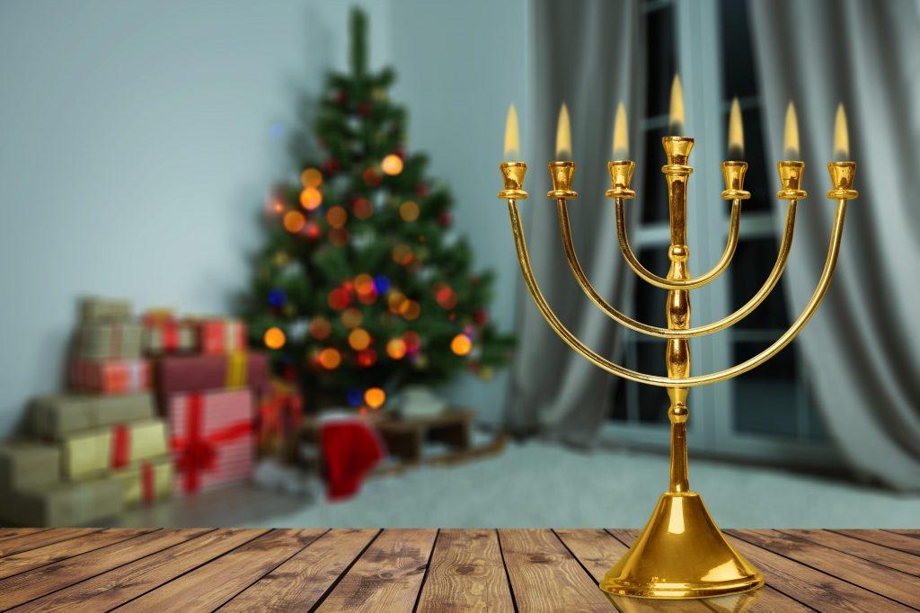 Tradycyjny świecznik na świąteczny stół