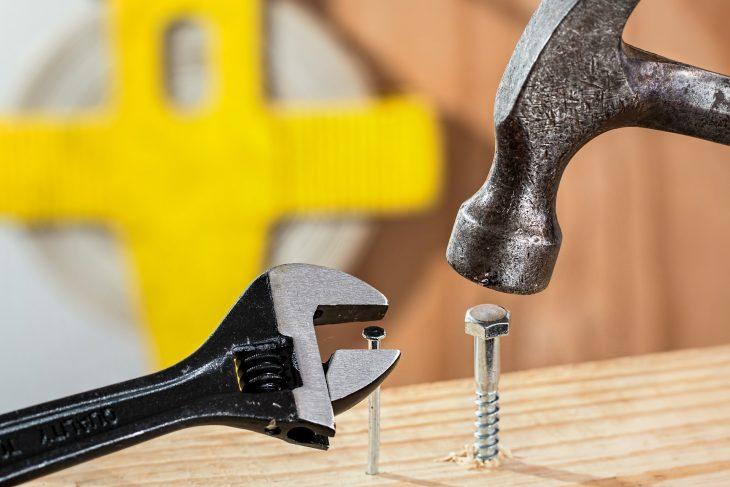 Narzędzia ręczne – jakie warto mieć w domu