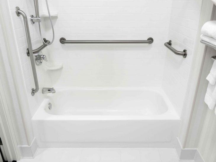 Uchwyty łazienkowe – praktyczne w każdej łazience