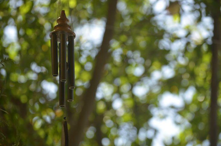 Dzwonki wietrzne na szczęście – garść inspiracji
