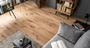 Rysy w drewnianej posadzce – jak je usunąć