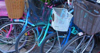 Na zakupy rowerem – funkcjonalne kosze na kierownicę i bagażnik