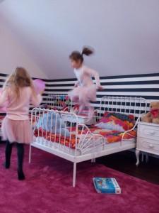 Urządzamy tanim kosztem pokój dla małych dziewczynek
