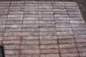 Taras na gruncie z płyt betonowych