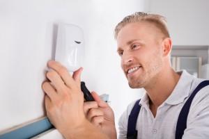 Bezpieczny dom na święta – montaż systemu alarmowego od ręki