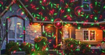 Projektor laserowy w ogrodzie