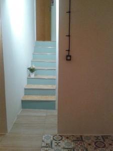 Pomysł na szybką i tanią renowację schodów