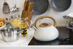 Motyw drewna w kuchni – 4 przydatne akcesoria dla Ciebie