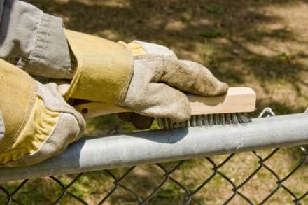 Malowanie ogrodzenia z siatki