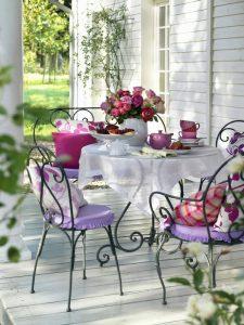 Romantyczne, filigranowe, gięte krzesła ogrodowe